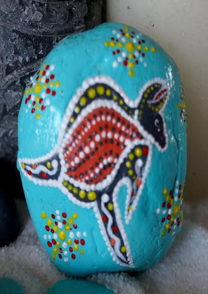 Kangaroo totem.., 22,22 euro (acryl on stone)